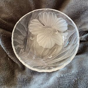 Clear glass with frosted flower on outside of bowl